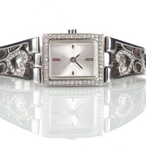 kello naiselle lahjaksi