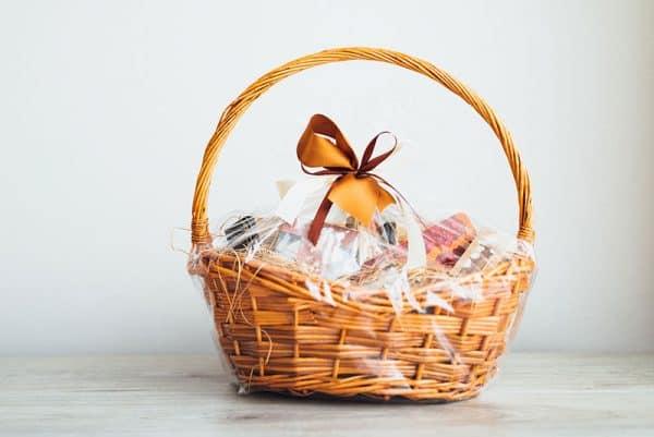 Lahjakori tai herkkukori lahjaksi