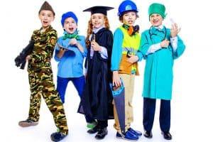 Lasten roolivaatteet ja teemalelut