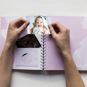 Täytettävä vauvakirja