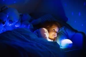 Yövalo vauvalle ja lapselle lahjaksi